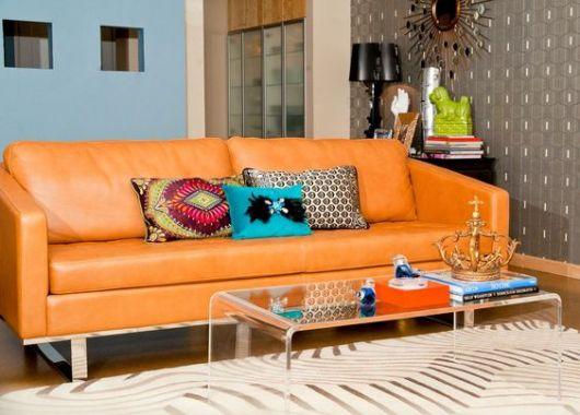 sofá colorido de couro