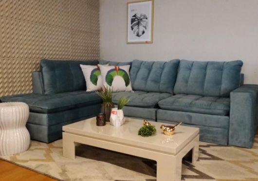 sofá colorido de canto