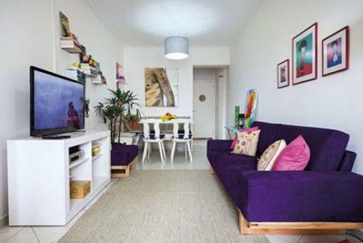 sofá moderno roxo