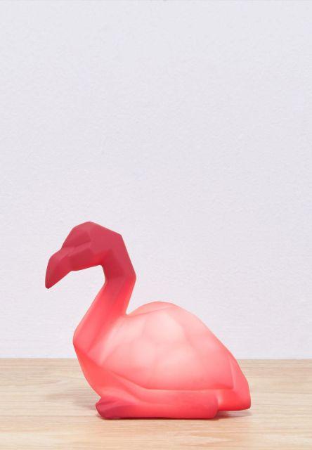 luminária flamingo sentado