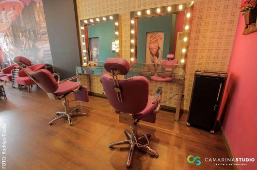 Sala de maquiagem com espelhos camarim de luz led.
