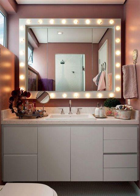 moldura para espelho na cor branca grande.