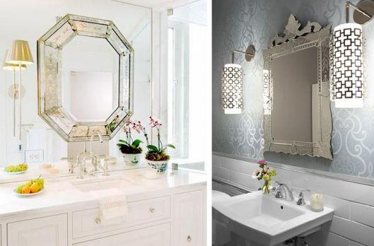 espelhos com molduras brancas.