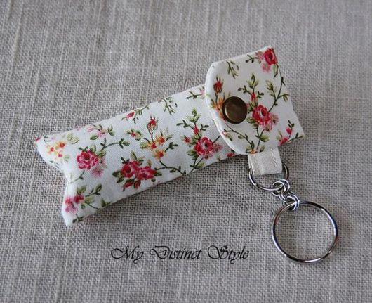 Porta-batom: Em tecido florido