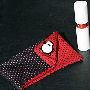 Porta-batom: Em tecido vermelho e preto