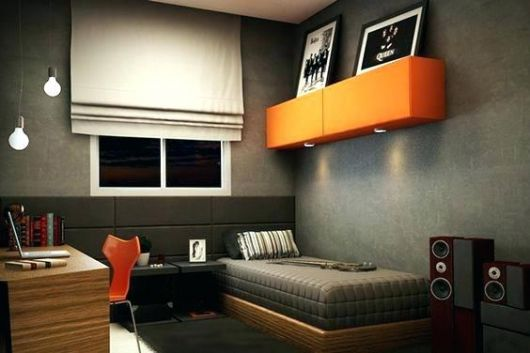 Uma prateleira suspensa pode ser ideal para colocar os quadros para quarto masculino