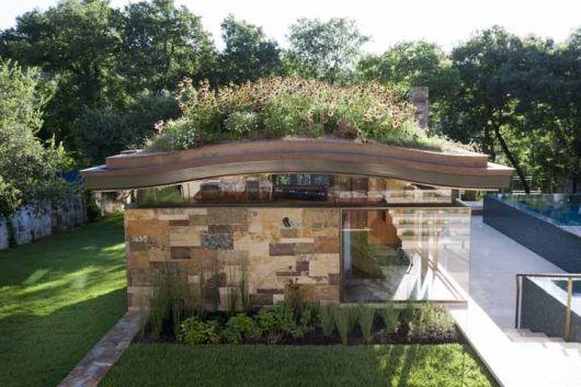 casa moderna com telhado de flores