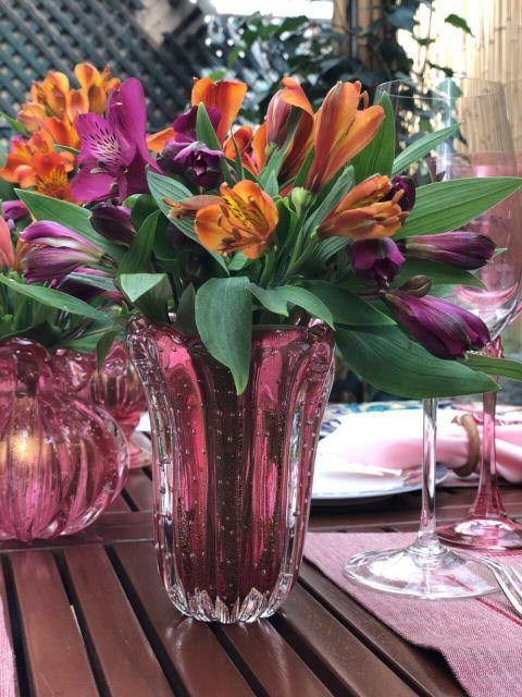 mesa decorada com flores