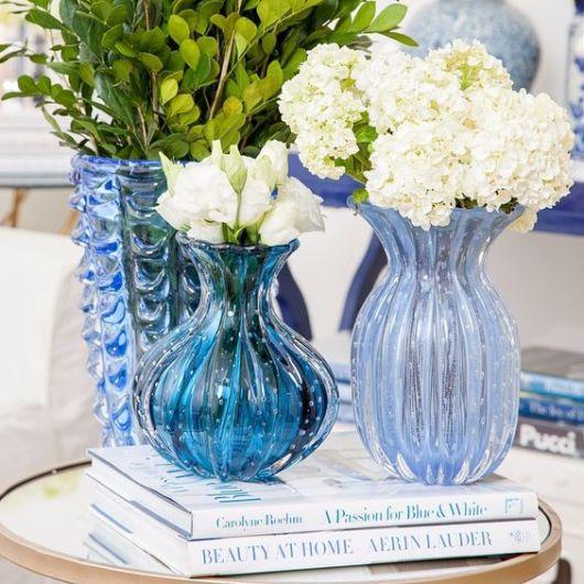 como usar vaso azul decoração