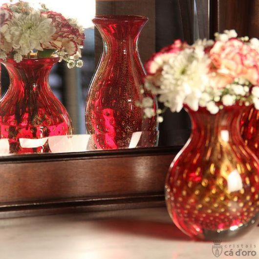 vaso vermelho com dourado