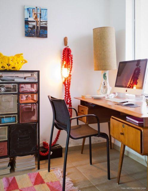 Escrivaninha moderna de madeira com gavetas
