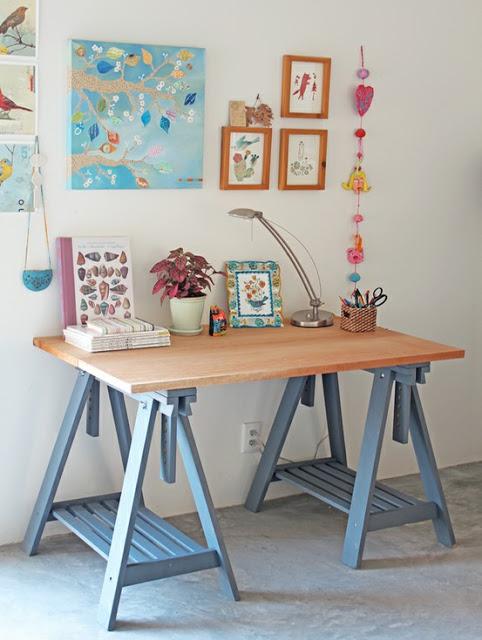 Atualmente você acha até dicas de como criar sua própria escrivaninha cavalete de madeira
