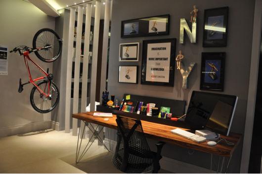 Modernize seu quarto com uma escrivaninha assim