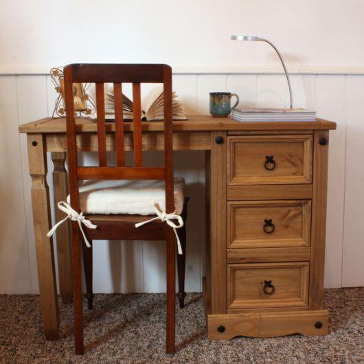 Ideia de escrivaninha pequena com madeira maciça