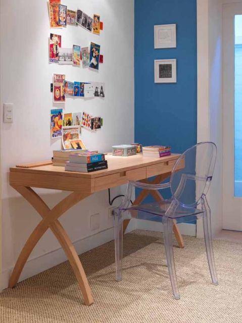 Que tal então uma escrivaninha com design diferente de madeira?