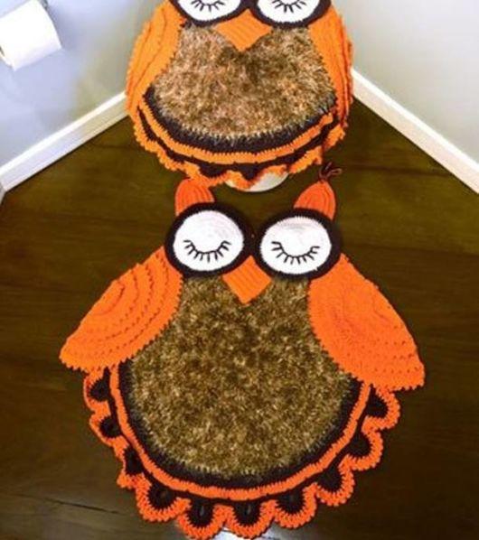 tapete coruja laranja com marrom.