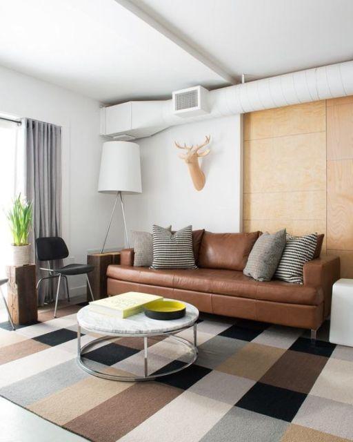 sala com tapete marrom