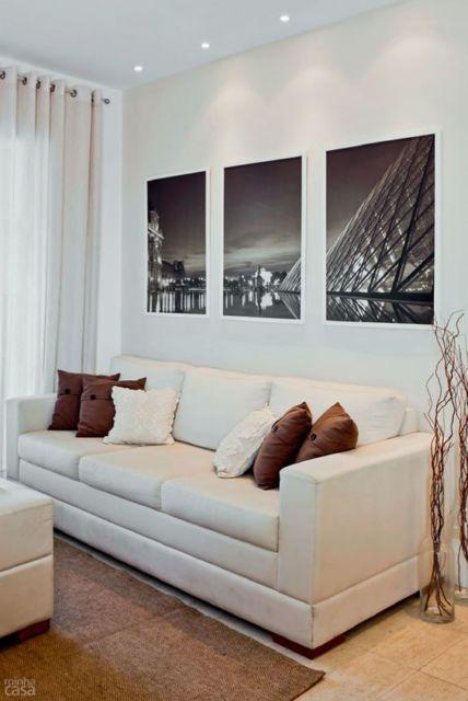 sala com sofá branco