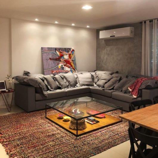 sofá cinza de canto