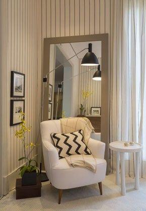 Poltrona confortável em cor branca para projetos minimalistas