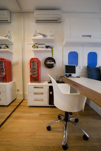 Cadeira grande com rodinhas para mesas longas, confortável e perfeita para os estudos