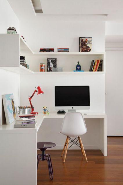 Cadeira branca combinando com o estilo minimalista
