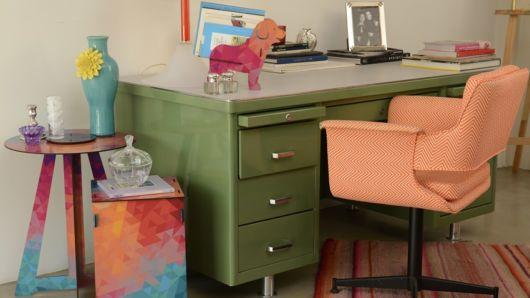 Cadeira colorida e confortável