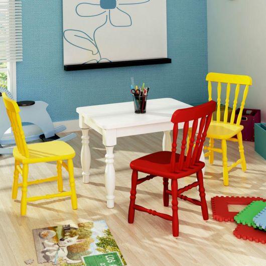 As cadeiras coloridas sempre se destacam e atraem as crianças