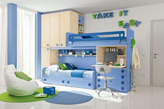 O modelo com rodinhas é uma boa alternativa para o quarto das crianças