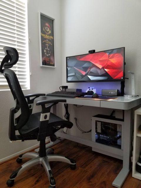 Essa cadeira grande com rodinhas é ideal para quem curte jogar no computador