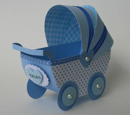carrinho de bebê em EVA azul