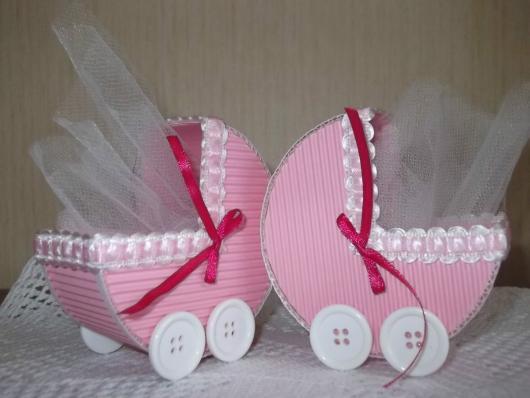 carrinho de bebê em EVA com tule