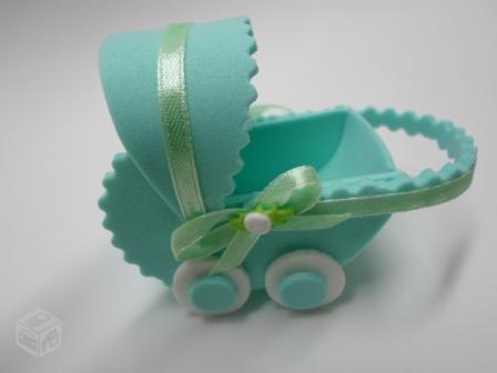 carrinho de bebê em EVA verde água