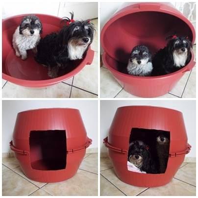 Você pode usar duas bacias grandes para improvisar uma casinha de cachorro grande