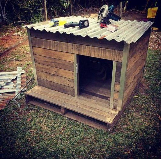 Que tal confeccionar sua própria casinha de madeira para deixar seu cãozinho feliz?