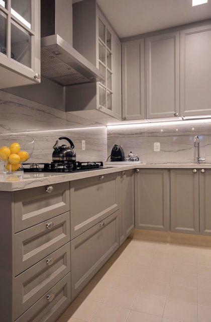 cozinha cinza com mármore