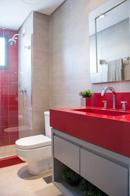 banheiro cinza e vermelho