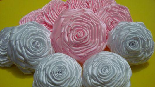 Flor de cetim: Dobrada branca