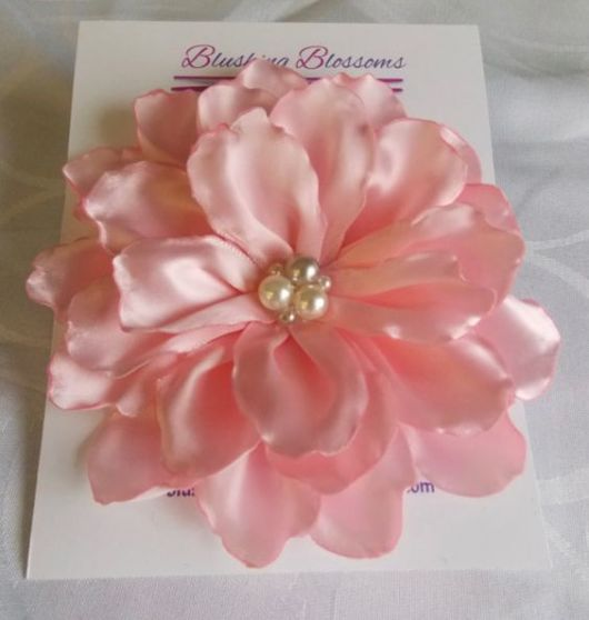 Flor de cetim: Queimada rosa claro
