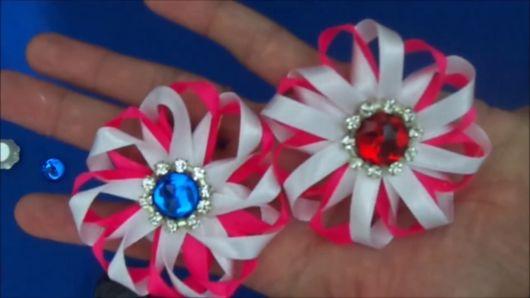 Flor de cetim: Fina rosa e branca