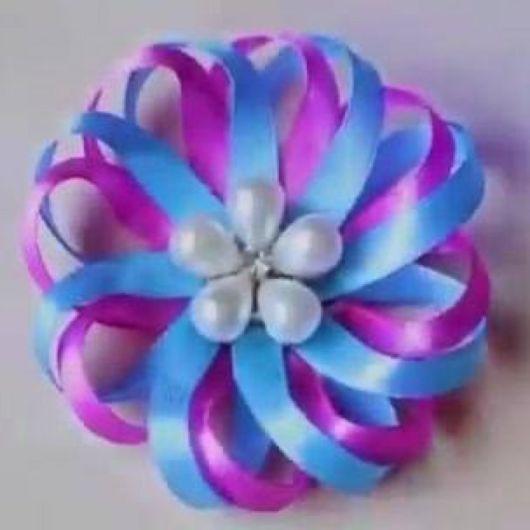 Flor de cetim: Fina azul e lilás