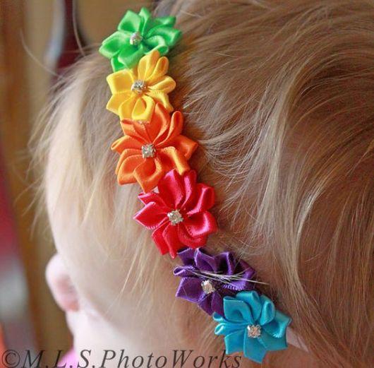 Flor de cetim: Tiara colorida