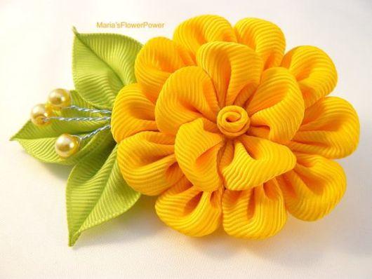 Flor de cetim: Tiara amarela