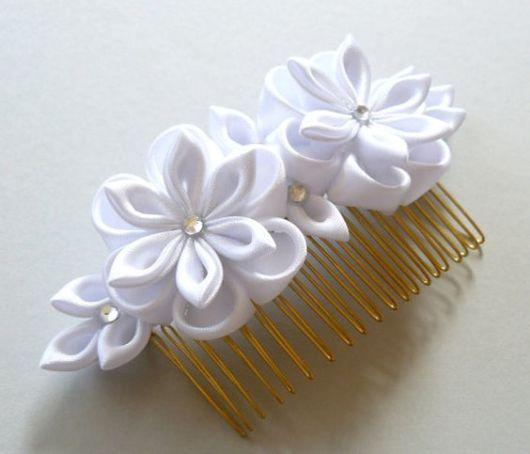 Flor de cetim: Branca para cabelo