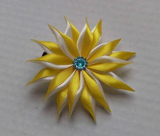 Flor de cetim: Amarela para cabelo
