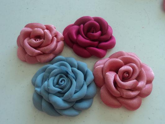 Flor de cetim: Boleada azul