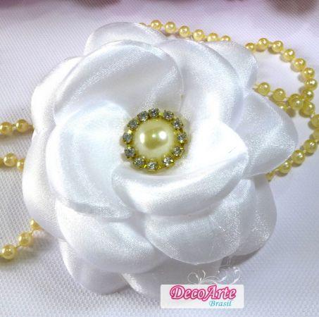 Flor de cetim: Boleada branca
