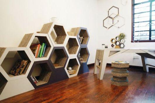 Ideia de composição de estante com nichos colmeia