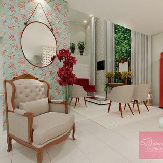 Quer uma inspiração romântica? Veja salão com papel de parede florido