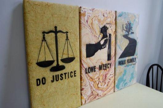 Símbolos do Direito em destaque no escritório de advocacia